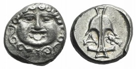 Thrace, Apollonia Pontika, late 5th-4th centuries BC. AR Drachm (12mm, 2.86g, 2h). Facing gorgoneion. R/ Anchor; A to l., crayfish to r. SNG BM Black ...