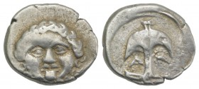 Thrace, Apollonia Pontika, late 5th-4th centuries BC. AR Drachm (14mm, 2.89g, 6h). Facing gorgoneion. R/ Anchor; A to l., crayfish to r. SNG BM Black ...