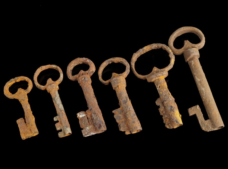 6 Baroque Iron Keys