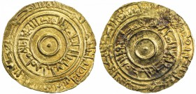 FATIMID: al-'Aziz, 975-996, AV dinar (4.07g), Fâs (=Fèz), AH382, A-703, Nicol-665, EF, RR. Extremely rare, all known examples are from a group of 6 ex...