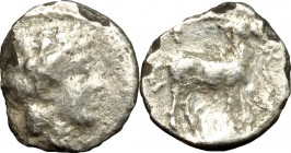 Greek Italy. Bruttium, Kaulonia. AR Diobol, 425-420 BC. D/ Head of Apollo right, laureate. R/ Stag standing right. HN Italy 2057. AR. g. 0.58 mm. 10.0...