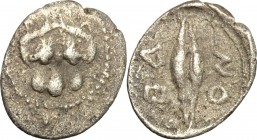 Sicily. Leontini. AR Obol, 460-400 BC. D/ Lion-mask facing. R/ Grain of barley. SNG Cop. 342. SNG ANS 216. AR. g. 0.41 mm. 11.00 Toned. Good F.