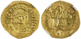 BYZANTINE EMPIRE: Justinian I, 527-565, AV solidus, Constantinople, S-139, D N IVSTINI - ANVS PP AVG, helmeted and cuirassed bust facing, holding glob...