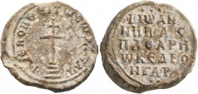 Johannes, imperial protospatharios and droungarios, 2nd half of 9th to 1st half of 10th century. Seal (Lead, 22 mm, 12.52 g, 12 h). +KЄ ROHΘЄI Tω Cω Δ...