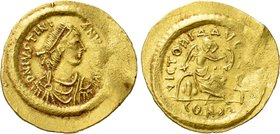 JUSTINIAN I (527-565). GOLD Semissis. Constantinople.