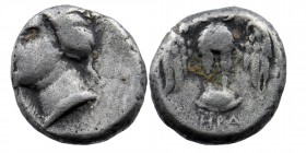 Pontos. Amisos . 400-300 BC. Ar Drachm. Turreted bust of Hera-Tyche right. Rev: Owl standing facing, with spread wind, on shield. HGC 7, 233 4,04 gr. ...